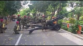 Download Video Detik Detik Proklamasi 17 Agustus di Grahadi dengan dentuman Howitzer 1 Marinir Surabaya 2016 MP3 3GP MP4