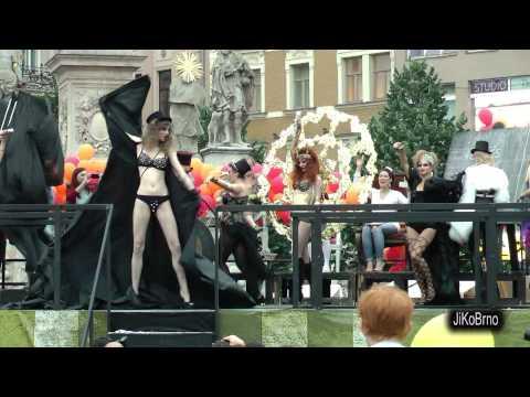 "Slavnost masek 2013 - Národní divadlo Brno - Reduta ""RED BANG!"""