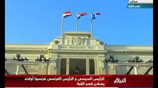 فيديو ـ حارس السيسي الشخصي يقود سيارة أولاند من المطار إلى قصر القبة