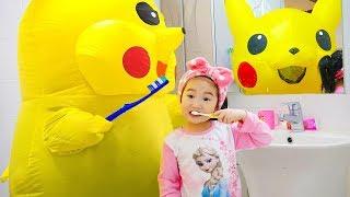 Histoire de routine matinale Boram avec Huge Toy PIKACHU