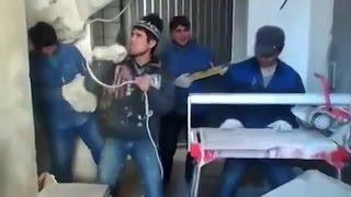 Поп-звёзды на стройке. Как отдыхают рабочие из Центральной Азии