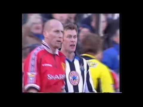 Duncan Ferguson vs Jaap Stam (Newcastle vs Manchester United) 2000