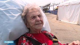 Catherine (100) gaat al 80 jaar naar dezelfde kermis: 'Ik kom hier voor mijn vrienden' - RTL NIEUWS