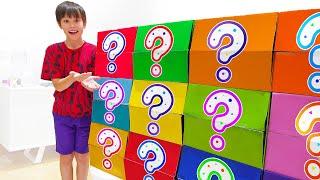 Катя и смешные сюрпризы в цветных коробках