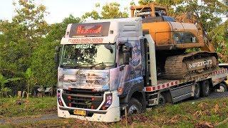 BIG Digger CAT 336D Excavator Transport Self Loader Truck Mobilisasi Alat Berat Quester CGE370