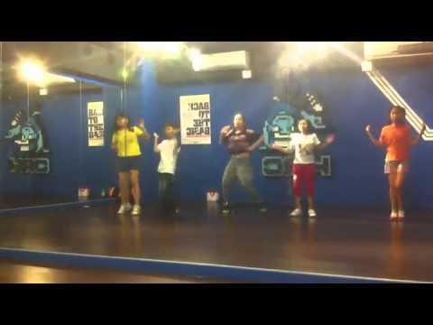 Download 20130908-HRCkids兒童舞蹈學院-板橋館-聖芬老師 MV  Girl's Day-Female President