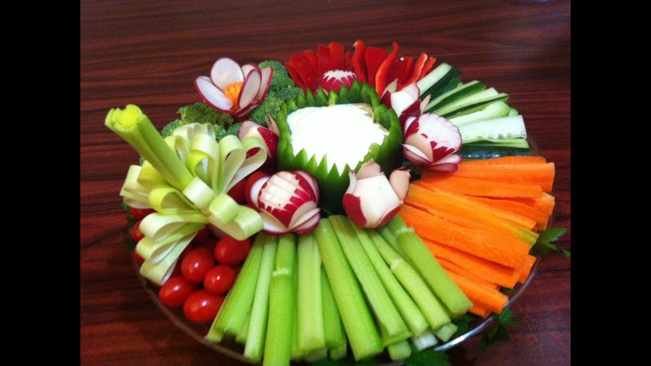 Plato de vegetales como hacer una flor con un puerro - Como decorar una ensaladilla rusa ...