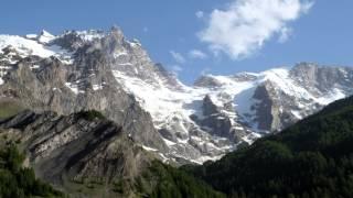 La Meije et le Rateau vus de La Grave (Hautes-Alpes, France)