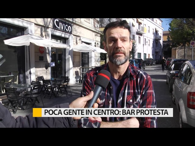 Poca gente in centro: bar protesta