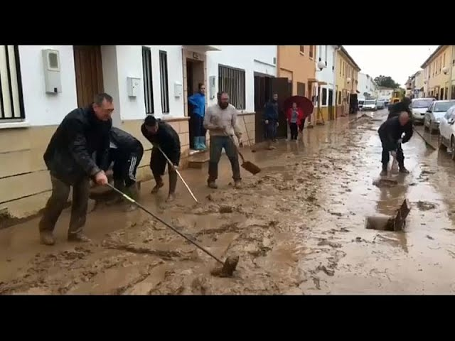 Floods kill firefighter in southern Spain