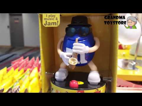 unboxing-toys-review/demos---m&m-blue-candy-jazz-musician-watch-blue-plays