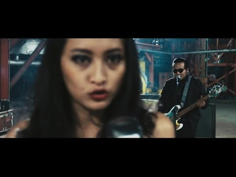 Endank Soekamti feat. Naif - Benci Untuk Mencinta (Official Music Video)