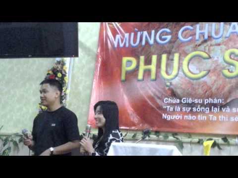 Vo chong Hoang Chau song ca
