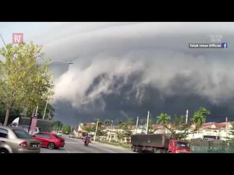 Tsunami-like clouds captivate Langkap residents