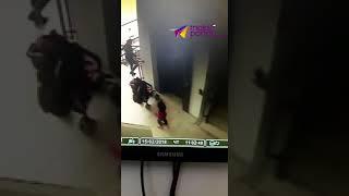 Видео в Сочи ребенок упал с лестницы в торговом центре