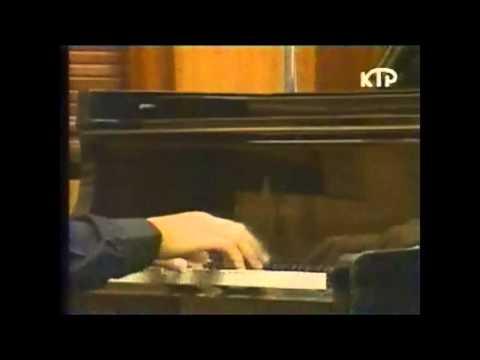 Aza Sydykov plays Robert Schumann: Toccata, op.7
