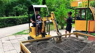 Детский экскаватор/экскаватор в парке/экскаватор для детей/познавательное/трактор/игрушки/погрузчик