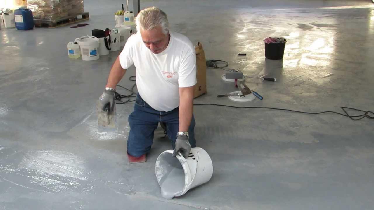 Het verwijderen va een oude vloer en het aanleggen van een nieuwe