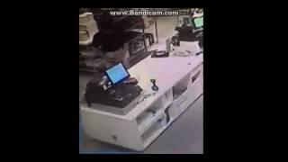 Download Video Pria ini Pamer Kemaluannya di depan wanita cantik MP3 3GP MP4