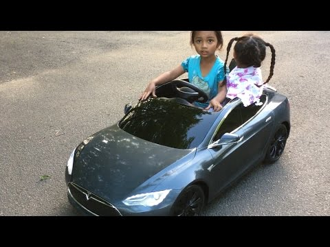 Unboxing Tesla Model S - Radio Flyer Edition