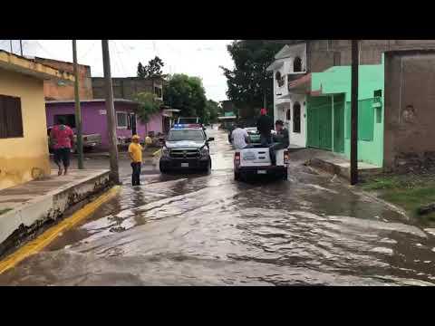 En Rosario lluvias colapsan el drenaje sanitario, desbordan laguna y afectan 33 casas