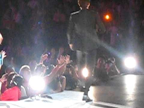 [FANCAM] 100904 SMTOWN in LA: SIWON'S ABS IS REAL!