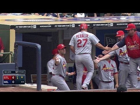 STL@MIL: Cruz extends Cardinals' lead with double
