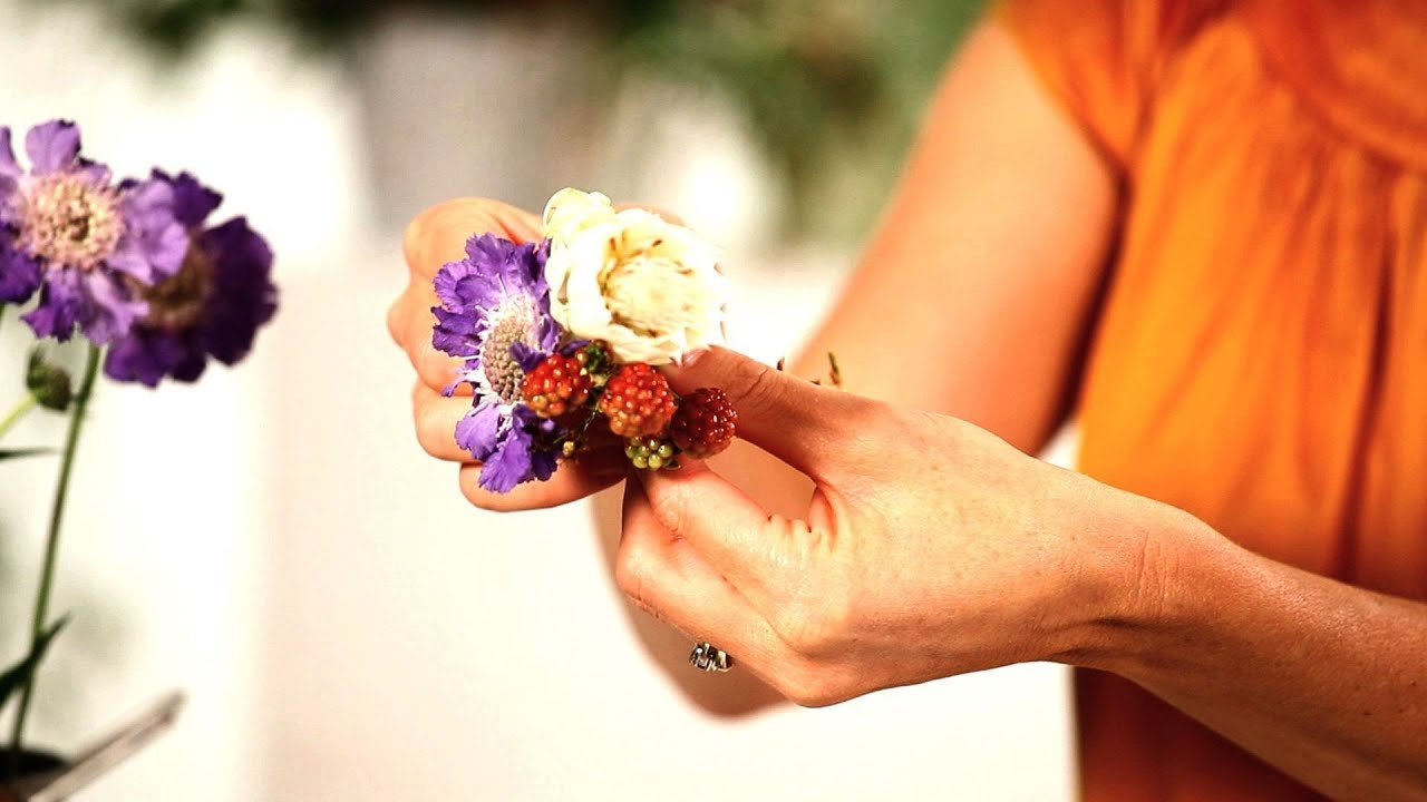 How to pick flowers for pin on corsage wedding flowers youtube izmirmasajfo Image collections