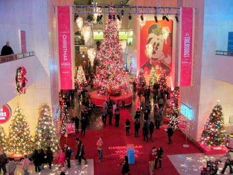 Museum of Science and Industry    Chicago at Christmas