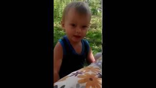 Прикол малыш косит траву