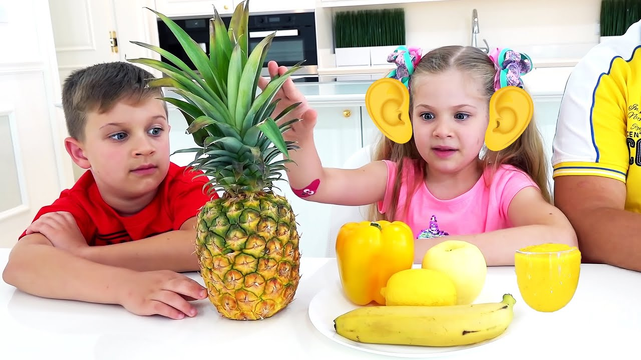 Diana and Roma play Smoothie Challenge and learn colors with fruits and vegetables
