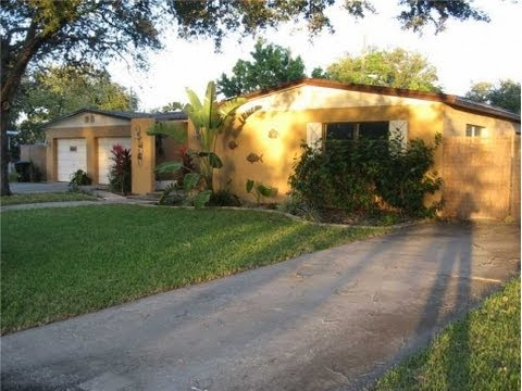St. Petersburg: 1611 sq. ft. 4/2.5 Home at 7595 17th St. N.