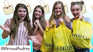 FRIENDS BUY OUTFITS FOR EACH OTHER! SHOPPING CHALLENGE 2017 ft. JacyandKacy / AllAroundAudrey