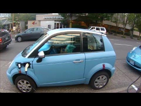 Electric Cars Charging Downtown Portland Oregon Think Car Nissan Leaf August 14 2017 You