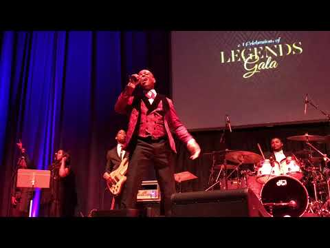 Stokley Williams Performs