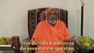 Swamiji Dayananda Saraswati parabeniza Gloria Arieira pelos 25 anos de Vidyamandir