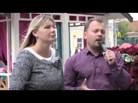 Видео: Слепая певица у метро Юлия Дьякова 2015