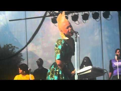 Erykah Badu Apple Tree & Annie (Don't Wear No Panties) @ Lollapalooza 2010