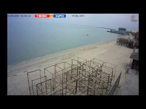 Камера Ейск. Инфо зафиксировала работу копателя на пляже