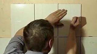 Укладка плитки своими руками. ч.2 Начало укладки.(Укладка плитки своими руками - Видео об укладке керамической плитки в ванной комнате. Необходимые моменты..., 2015-05-03T10:12:31.000Z)