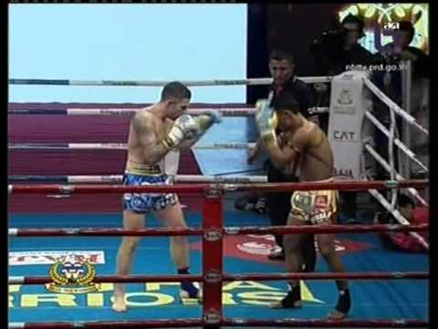 Saenchai PKSaenchaimuaythaigym vs Liam Harrison 9th December 2012