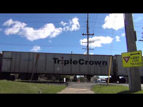 NS ROADRAILER WAUWATOSA WI TRAIN LOCOMOTIVE