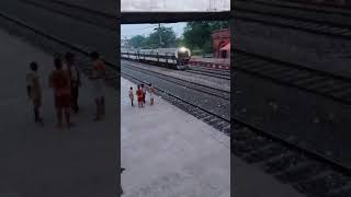 श्रमिक स्पेशल | high speed local | indian rail starts helping labours | viral video | train video
