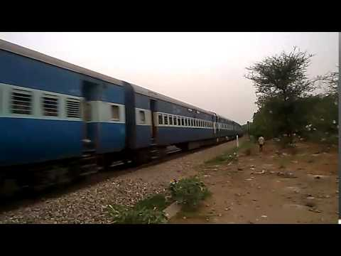 Sriganganagar-Kota SF Express heading to Jaipur Rly Station