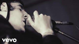 Смотреть клип Miles Kane - Kingcrawler