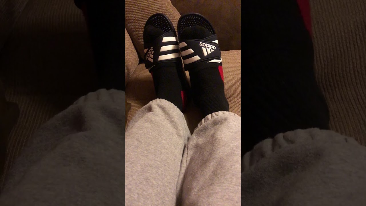 995295cbfb5e Navy Adidas Adissage with Black   Red Nike Elite socks - YouTube