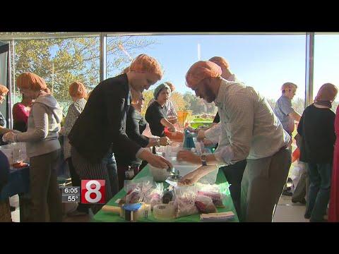 Cigna workers donating meals to Puerto Rico hurricane victims - Dauer: 2 Minuten, 5 Sekunden
