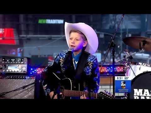 "Mason Ramsey Performs ""Famous"" (LIVE GMA)"