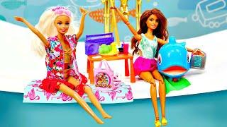 La vie secrète des jouets. Barbie et Teresa. Vidéo en français pour enfants.