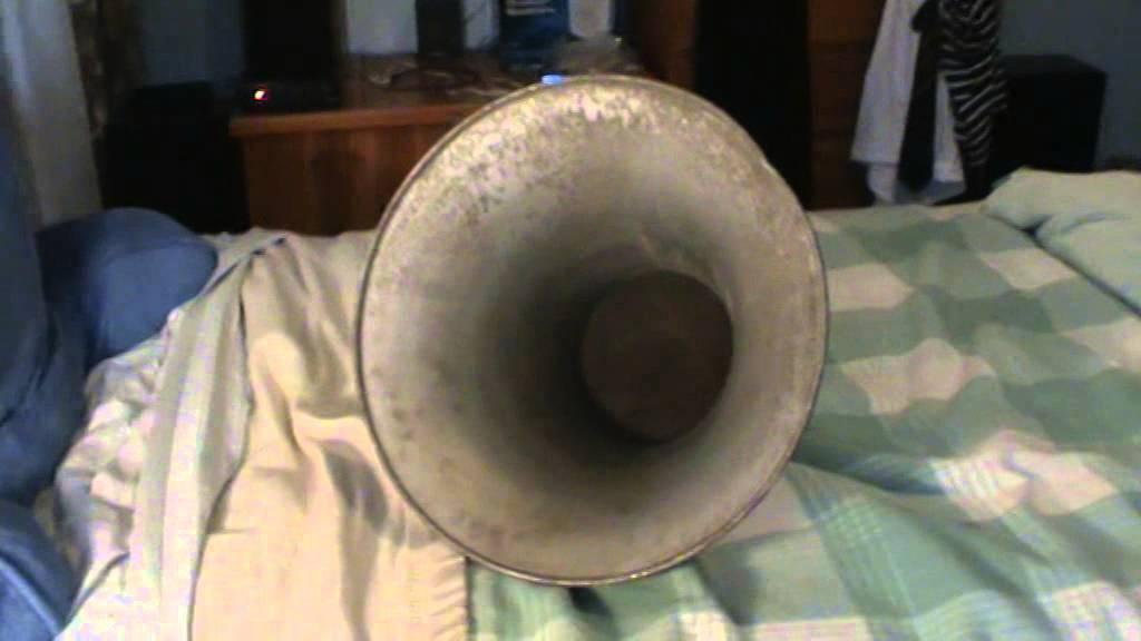 Truck Sound System >> 1940's Vintage Outdoor Horn Loudspeaker - YouTube
